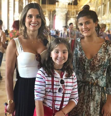 Flávia Alessandra com as filhas Giulia e Olívia (Foto: Reprodução Instagram)