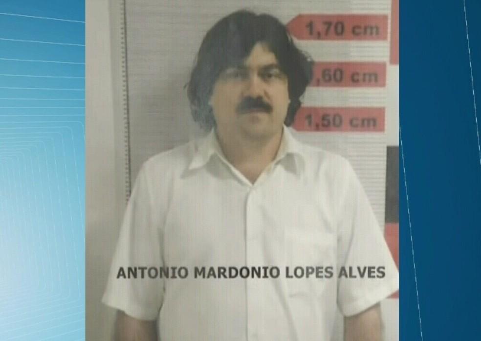 Foragido há mais de 10 anos no Ceará é preso com disfarce de Pablo Escobar