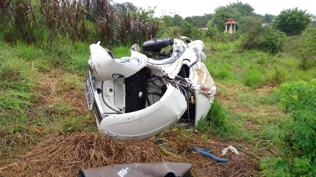 Carro de pedra ficou destruído em acidente com caminhão em Cambuquira (MG) â?? Foto: Alô Alô Cidade