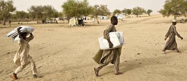 Refugiados nigerianos fogem da violências causada pelo Boko Haram