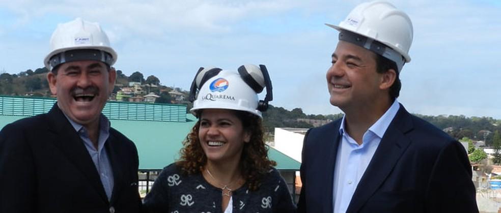 Paulo Melo e o então governador Sérgio Cabral em visita a Saquarema, durante a gestão de Franciane Mota (ao centro) — Foto: MDB/Divulgação
