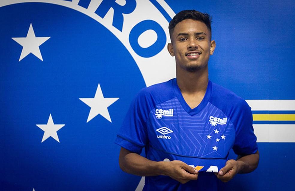 f971dd065d ... Luiz Gustavo assinou por cinco anos com o Cruzeiro — Foto  Gustavo  Aleixo Cruzeiro