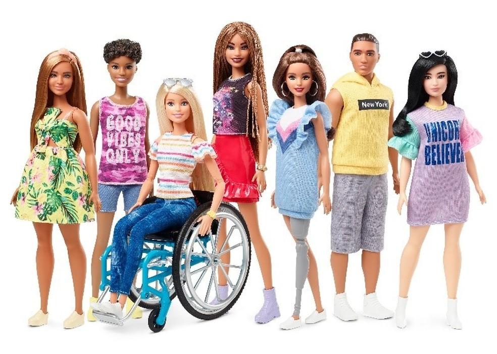 Nova coleção da linha Barbie Fashionistas ganha bonecas com deficiências físicas, além de variedade de tons de pele, estilos de cabelo e looks da moda   — Foto: Divulgação