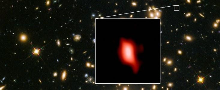 Foto do Hubble mostra a galáxia MACS1149-JD1, a 13,3 bilhões de anos-luz da Terra: estrelas se formavam ali 250 milhões de anos após o Big Bang (Foto: ALMA (ESO/NAOJ/NRAO), NASA/ESA Hubble Space Telescope, W. Zheng (JHU), M. Postman (STScI), CLASH Team, Hashimoto et al.)