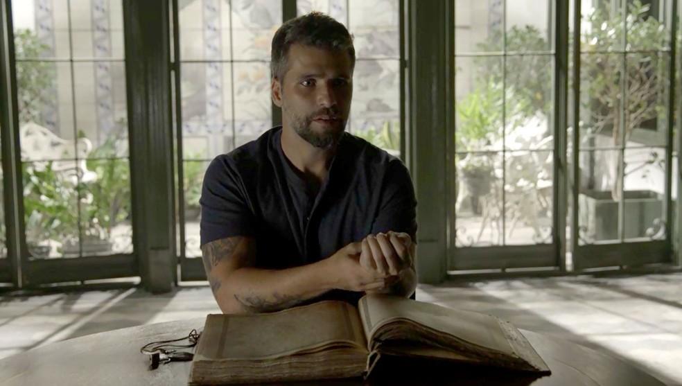 Gabriel (Bruno Gagliasso) sente na pele os poderes curativos da fonte mística de 'O Sétimo Guardião' — Foto: TV Globo
