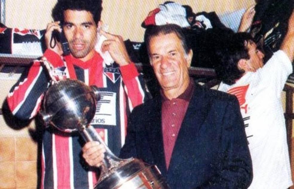 Telê Santana conquistou duas Libertadores e dois mundiais pelo São Paulo — Foto: Reprodução / twitter