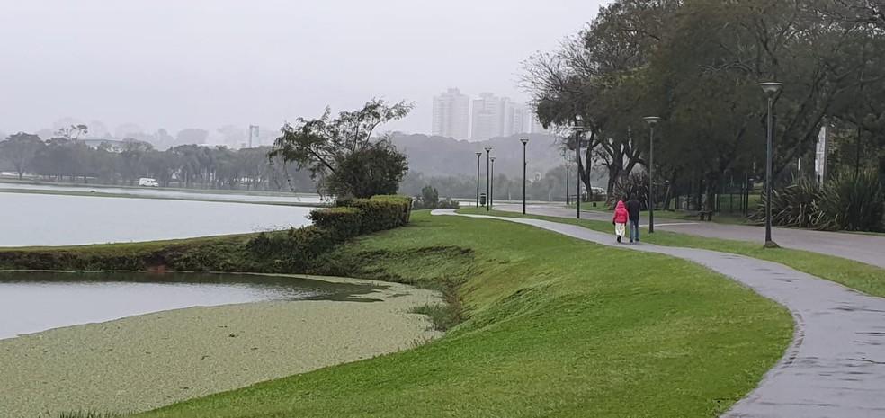 Curitiba amanheceu com 4ºC na manhã desta sexta-feira (21) — Foto: Victor Hugo Bittencourt/RPC