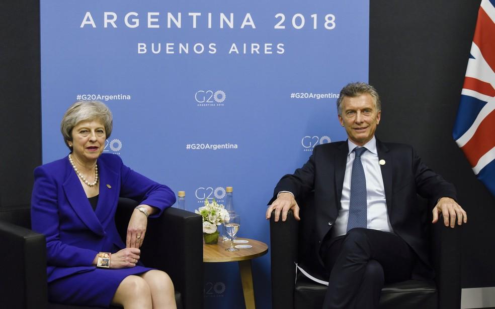 A primeira-ministra do Reino Unido, Theresa May, e o presidente da Argentina, Mauricio Macri, durante encontro à margem do G20, em Buenos Aires, na sexta-feira (30) — Foto: Gustavo Garello/Pool via Reuters