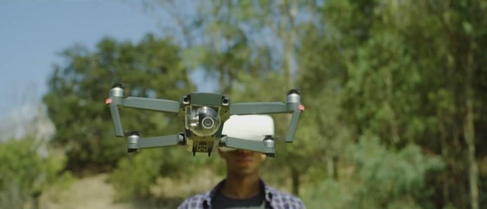 Novo Mavic 2 herdaria o design do Mavic Pro (foto), com destaque para possível sistema de detecção de obstáculos em 360 graus e câmeras removíveis (Foto: Divulgação/DJI)