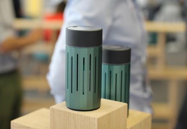 Com cara de copo térmico para café, o aparelho faz uma leitura da poluição do ar e da poluição do som do ambiente (Foto: Felipe Maia/Época NEGÓCIOS)