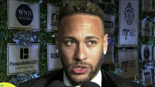 Neymar fala pela primeira vez após a Copa, rebate críticas e defende permanência de Tite