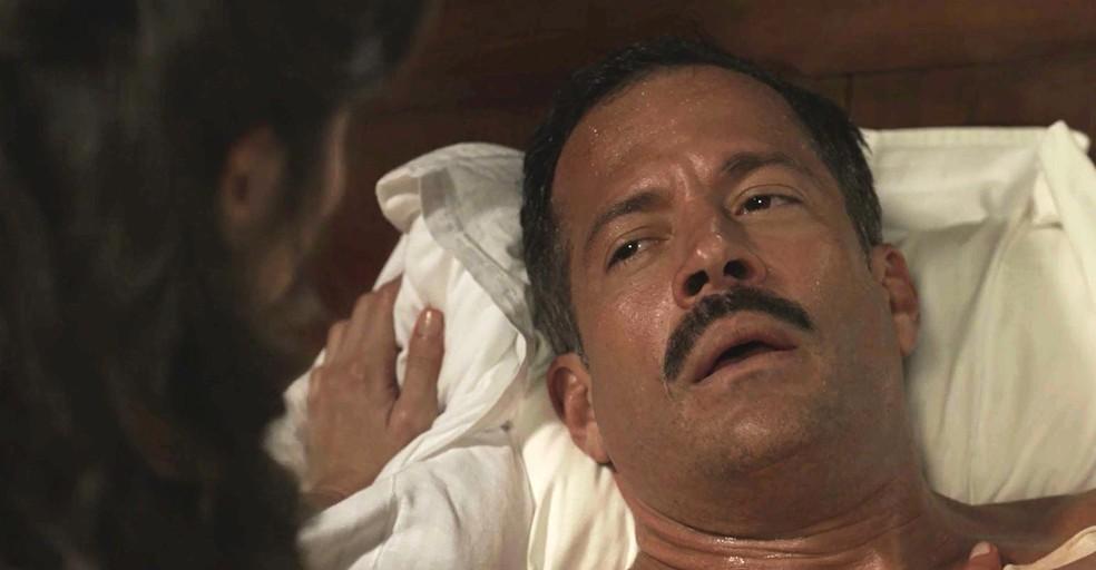 Coronel Brandão é encontrado por Mariana entre a vida e a morte (Foto: TV Globo)