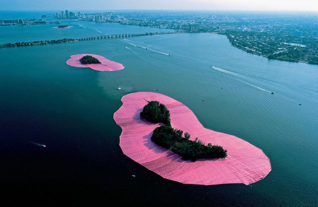 """PAMM - """"Surrounded Islands"""" - Christo and Jeanne-Claude  (Foto:  Wolfgang Volz)"""