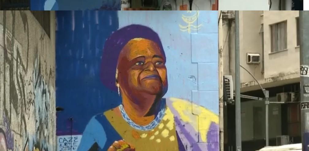 retrato de Mãe Beata de Iemanjá tem cinco metros de altura — Foto: Reprodução/ TV Globo