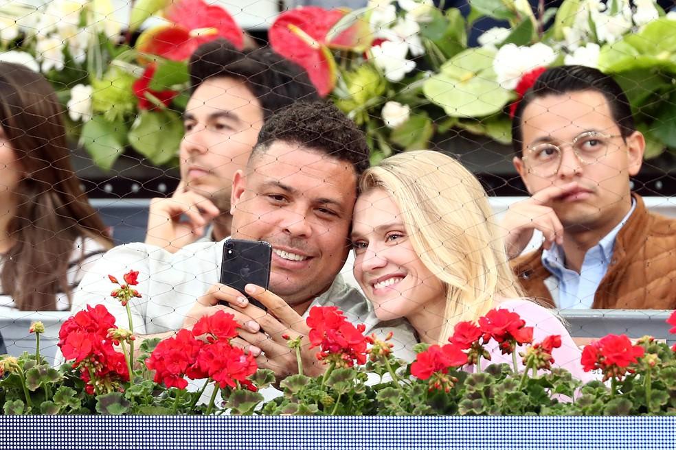 Ronaldo com a namorada Celina Locks no Masters 1000 de Madri, na semana passada — Foto: REUTERS/Sergio Perez