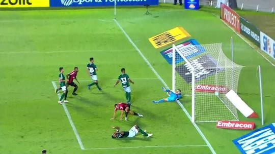 """Rony lamenta nova derrota do Athletico e jejum como visitante: """"Incomoda bastante"""""""