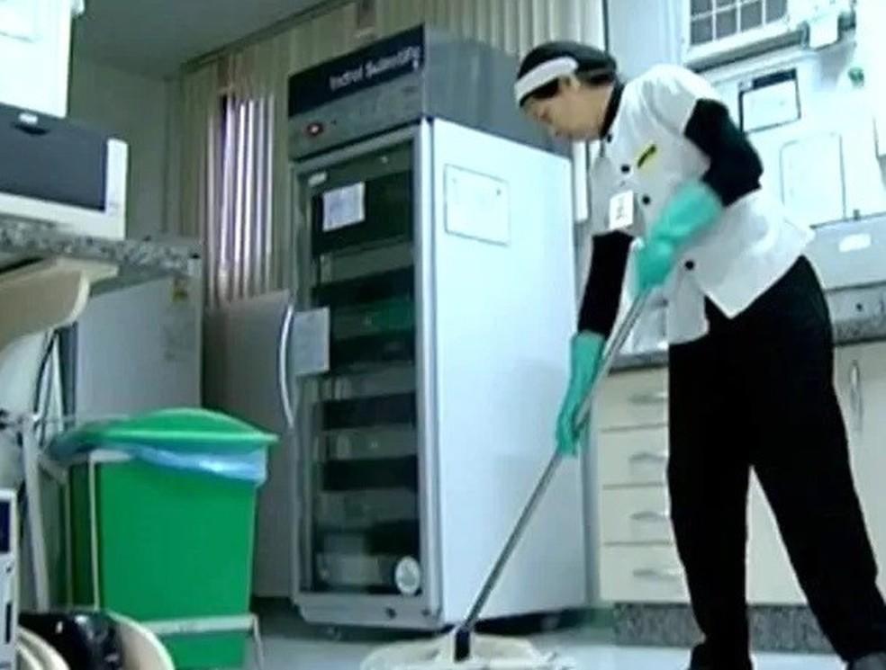 Há vagas para auxiliar de limpeza — Foto: Reprodução/RPCTV