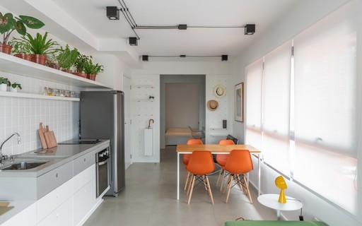 Apartamento de 51 m² faz uso de marcenaria e muita iluminação natural