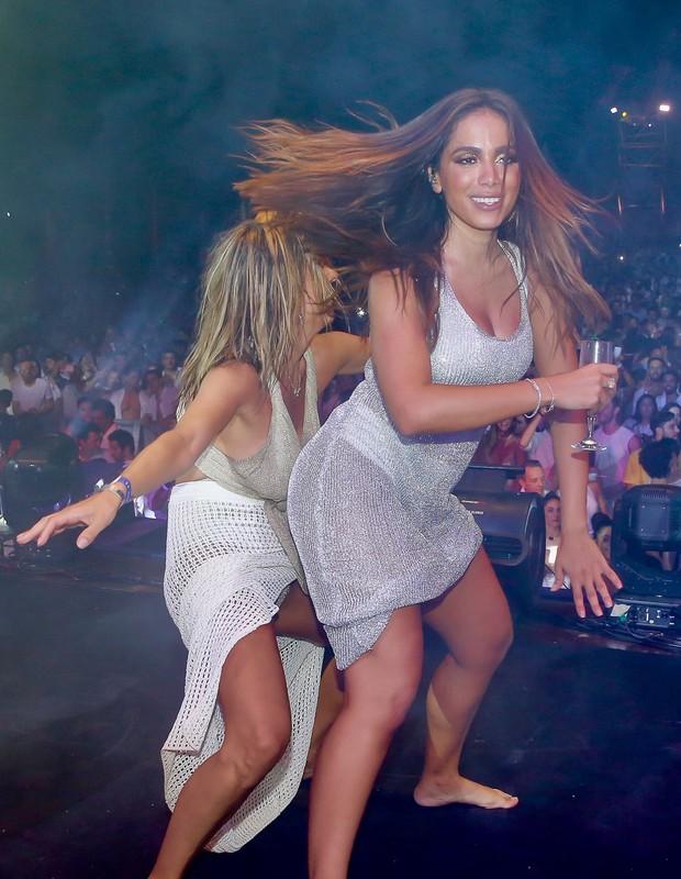 Luisa Mell curte Réveillon com Anitta (Foto: Manuela Scarpa e Iwi Onodera/Brazil News  )