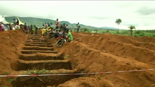 Número de mortos nos deslizamentos de terra e enchentes em Serra Leoa passa de 490