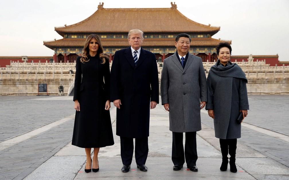 O presidente e a primeira-dama dos EUA, Donald Trump e Melania Trump, visitam a Cidade Proibida, em Beijing, na China, ao lado do presidente e da primeira-dama chineses Xi Jinping e Peng Liyuan, na quarta (8) (Foto: Reuters/Jonathan Ernst)