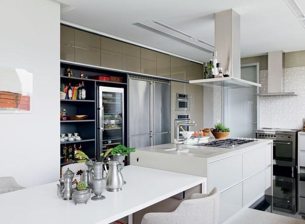 Resultado de imagem para cozinha planejada com ilha movel