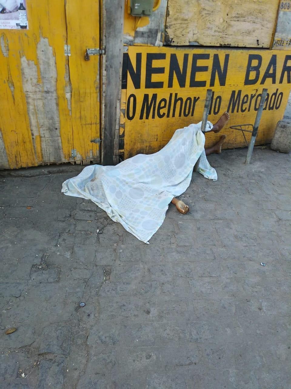 Homem é assassinado a tiros no Mercado da Produção, em Maceió