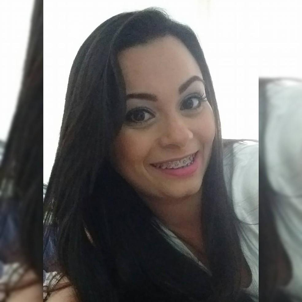 Viviane Santos de Freitas, de 36 anos, foi morta a facadas pelo namorado em uma festa em São Vicente (SP) — Foto: Reprodução/Facebook
