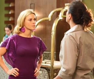 Carolina Dieckmann e Lilia Cabral em cena como Teodora e Griselda em 'Fina estampa' | Globo