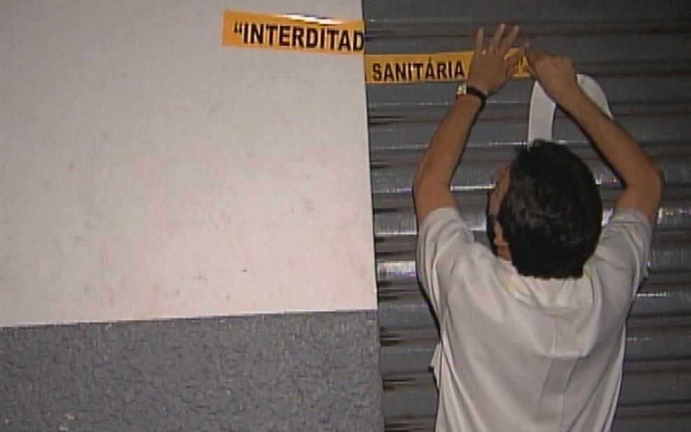 Depósito da Delta Agro Industrial interditado em Ribeirão Preto — Foto: Reprodução/EPTV/Arquivo