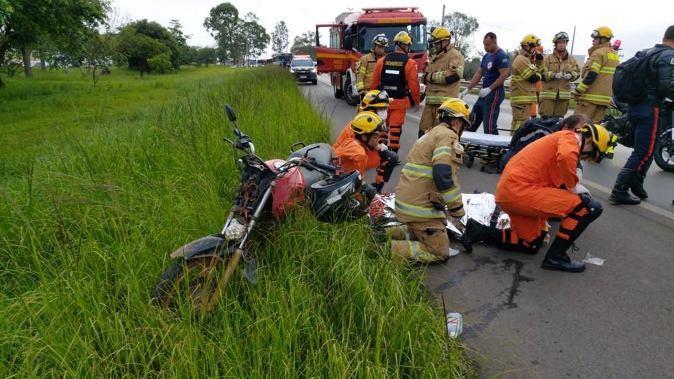 Acidente na BR 020 deixa três pessoas feridas — Foto: CBMDF/Divulgação