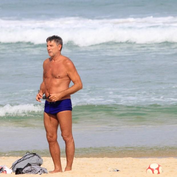 Renata Gaúcho na praia de Ipanema (Foto: AgNews)