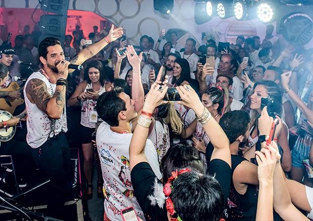 A Banda Eva fez show no meio da galera (Foto: Fabio Cordeiro/ QUEM)
