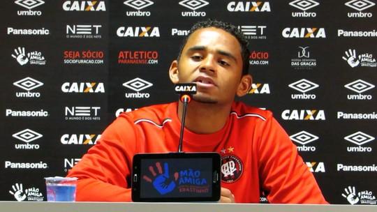 Deivid reconquista espaço após troca no comando e mira sequência no Atlético-PR