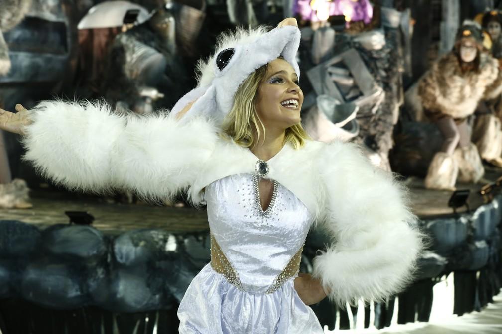 Isabella Santoni desfila pela Beija-Flor na primeira noite de desfiles do Grupo Especial — Foto: Roberto Filho/Brazil News