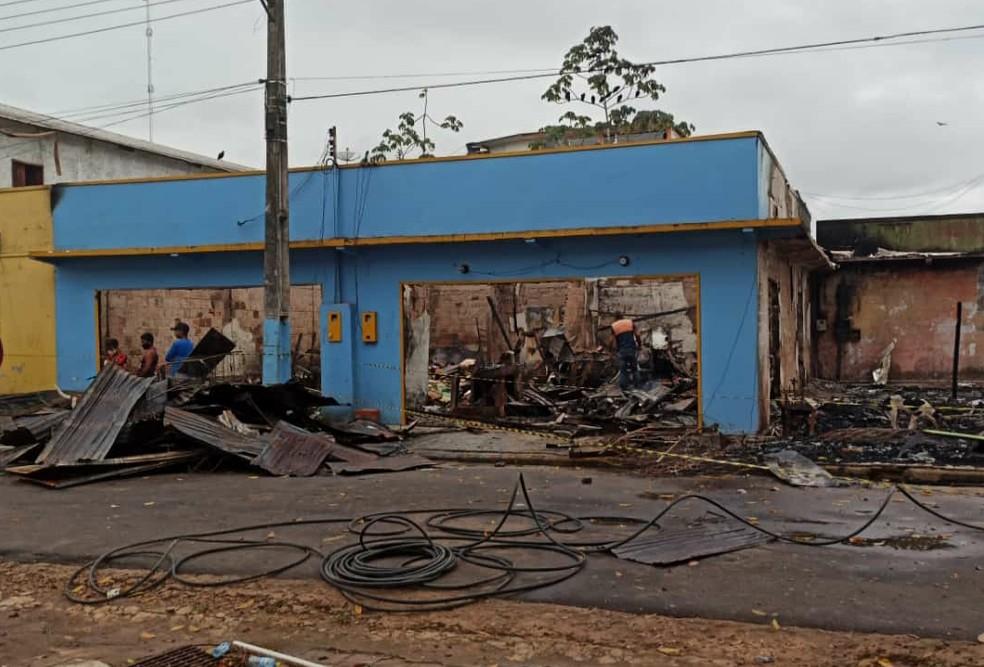 Incêndio destruiu loja no centro da cidade.  — Foto: Divulgação/Prefeitura de Ipixuna