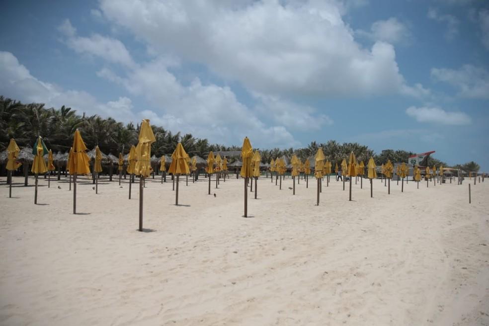 Barracas de praias não podem oferecer serviços presenciais durante lockdown em Fortaleza — Foto: Fabiane de Paula/SVM