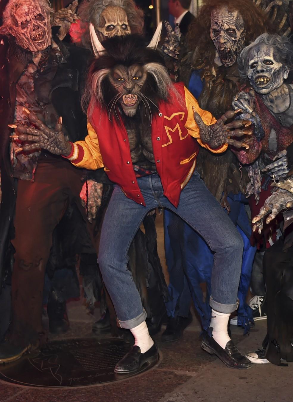 Heidi Klum se veste de lobisomem para homenagear Michael Jackson no clipe de