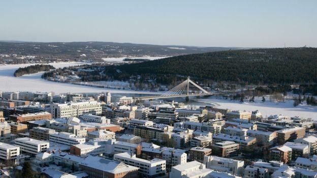 Atualmente, cerca de 500 mil pessoas por ano visitam Rovaniemi, município de 63 mil habitantes (Foto: BBC/VISIT ROVANIEMI/DIVULGAÇÃO)
