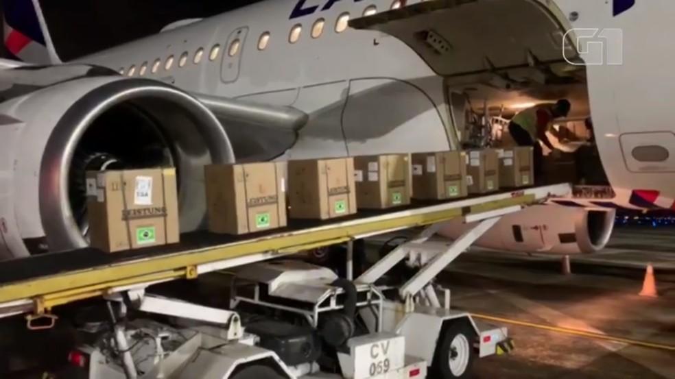 Carga de respiradores chega ao aeroporto de Salvador — Foto: Divulgação