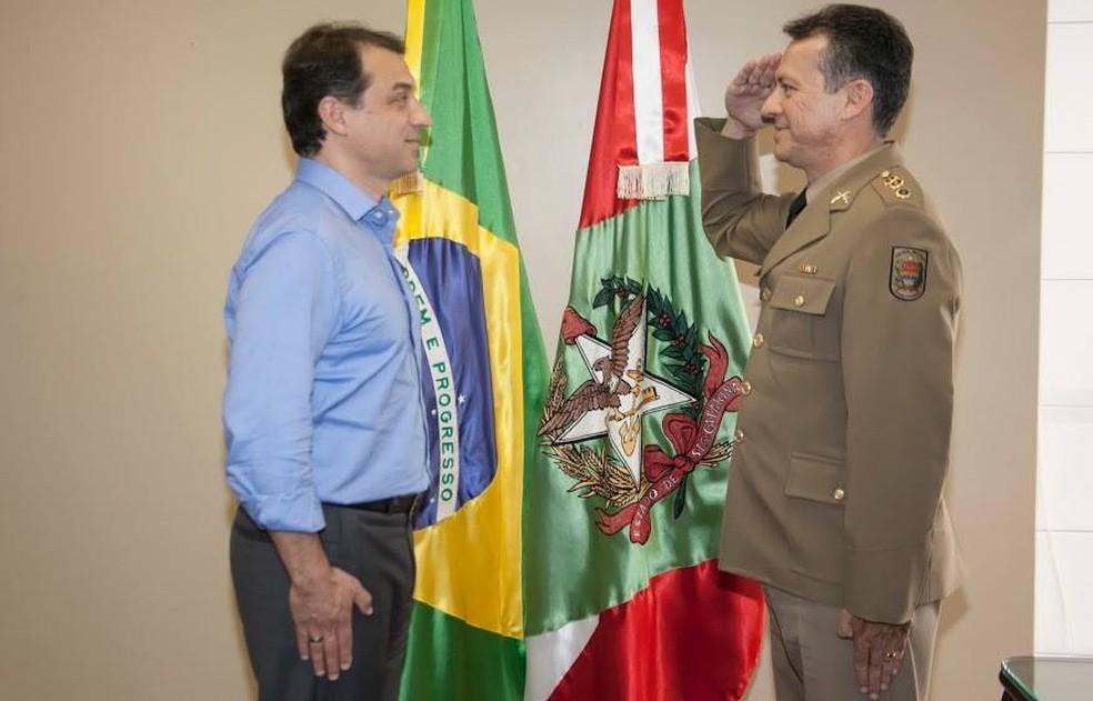 Carlos Moisés com o coronel João Carlos Neves Junior — Foto: Equipe de transição do governo de Santa Catarina/Divulgação
