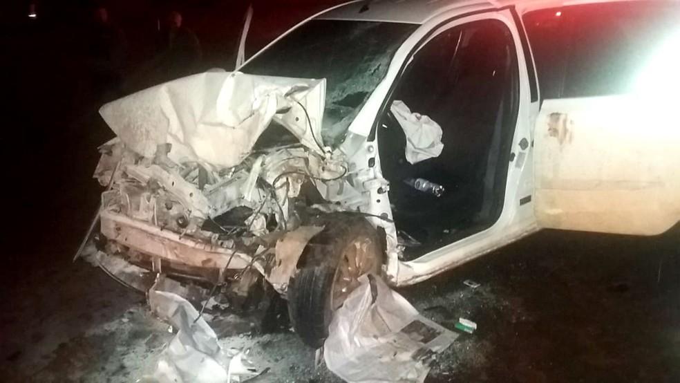 Em um dos carros envolvidos, duas mulheres foram resgatadas com ferimentos (Foto: Corpo de Bombeiros/Divulgação)