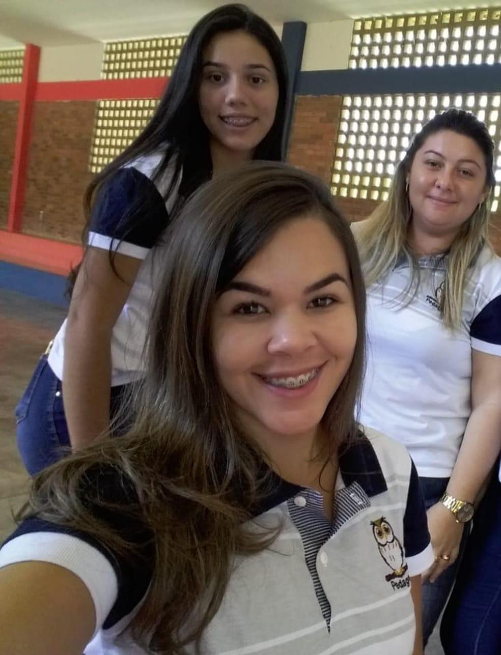 Bruna Oliveira e colegas chegaram até a mandar confeccionar fardamento do curso de pedagogia — Foto: Arquivo Pessoal/Bruna Oliveira