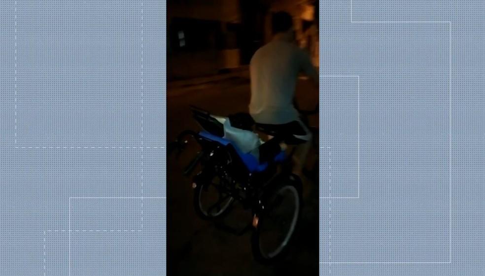 Vídeos feitos pela família mostram a alegria do menino quando andava com o triciclo — Foto: Reprodução/TV Gazeta