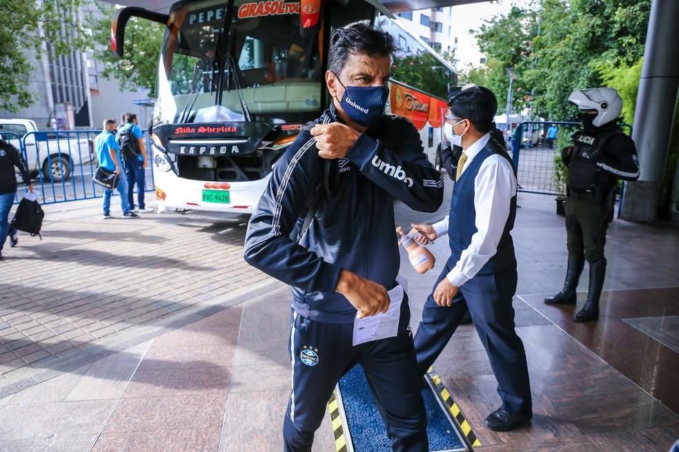 Alexandre Mendes na chegada ao Equador — Foto: Lucas Uebel/Divulgação Grêmio
