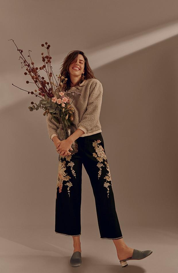 Blusa Framed,  calça e sapatos Gucci. Brincos  e anéis H.Stern (Foto: .)