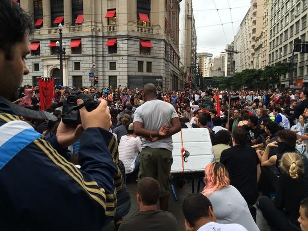 Gravação feita durante ato contra o aumento da tarifa (Foto: Glauco Araújo/G1)