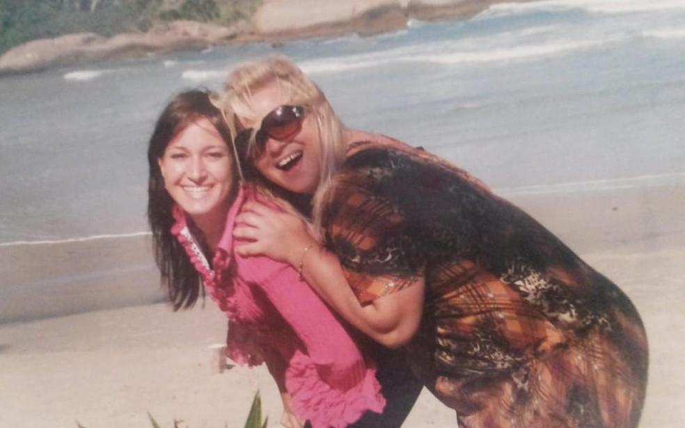 Gisele Pelegrini com a irmã, Daiane, morta na Austrália — Foto: Arquivo Pessoal