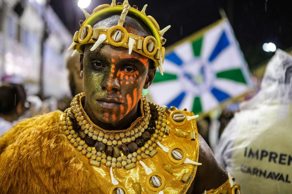 Comissão de frente da Acadêmicos da Rocinha — Foto: Rodrigo Gorosito / G1