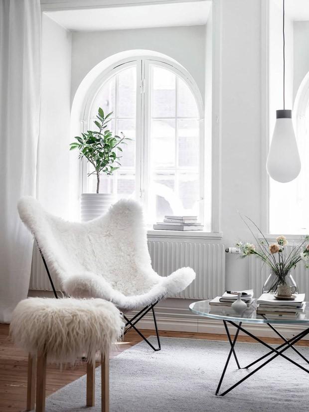 Décor do dia: cantinho de descanso todo branco (Foto: Anders Bergstedt)